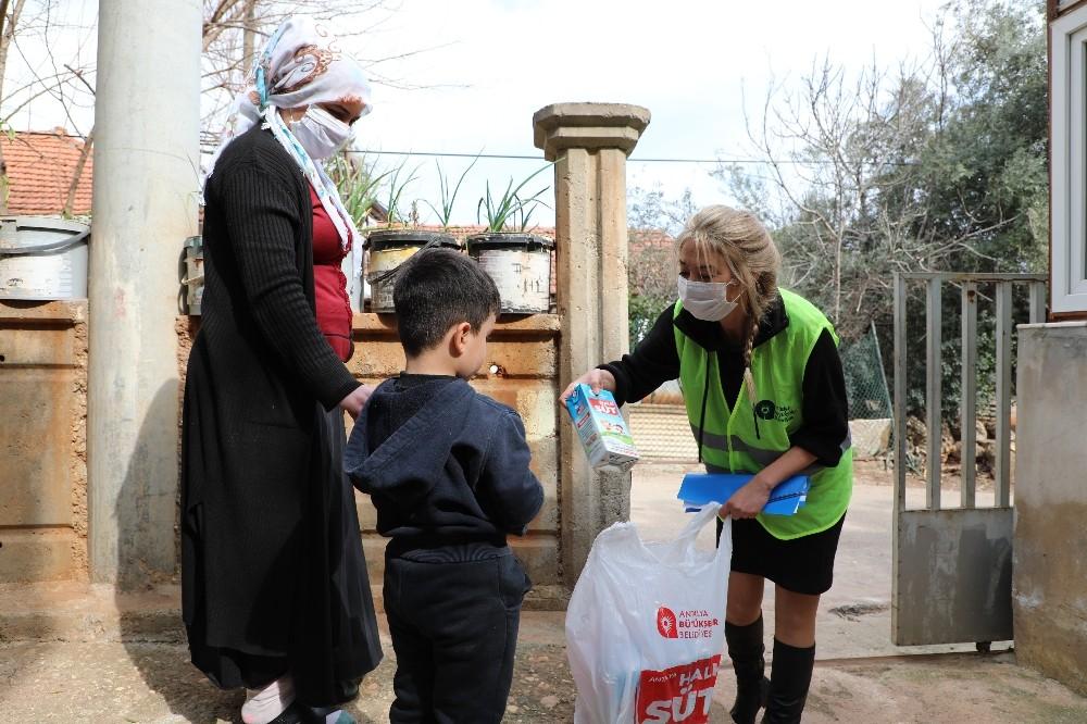 Antalya'da 364 bin litre Halk Süt dağıtıldı
