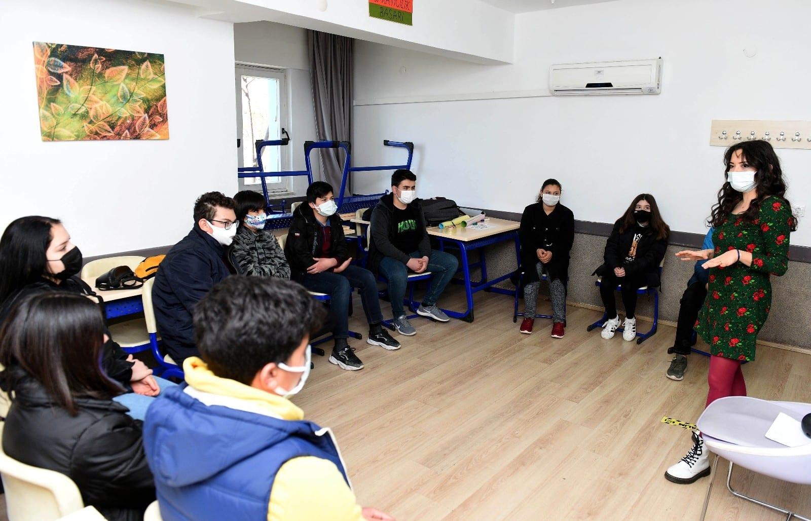 Antalya'da sınav stresiyle başa çıkmanın yolları anlatılıyor