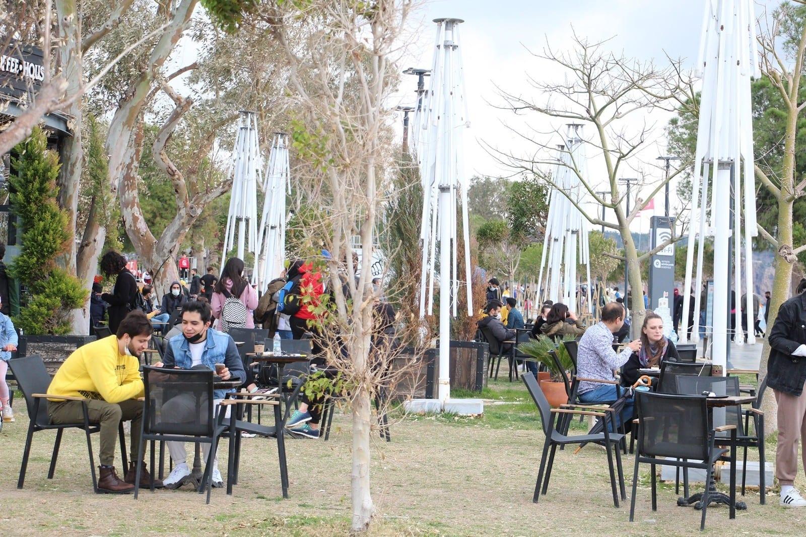 Çok yüksek riskli iller grubundaki Antalya'da yeni kısıtlamalar