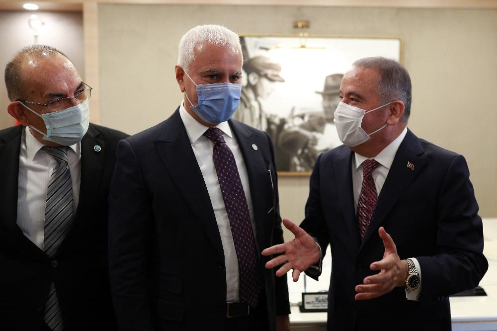 Koray Aydın'dan Başkan Böcek'e 'Geçmiş olsun' ziyareti