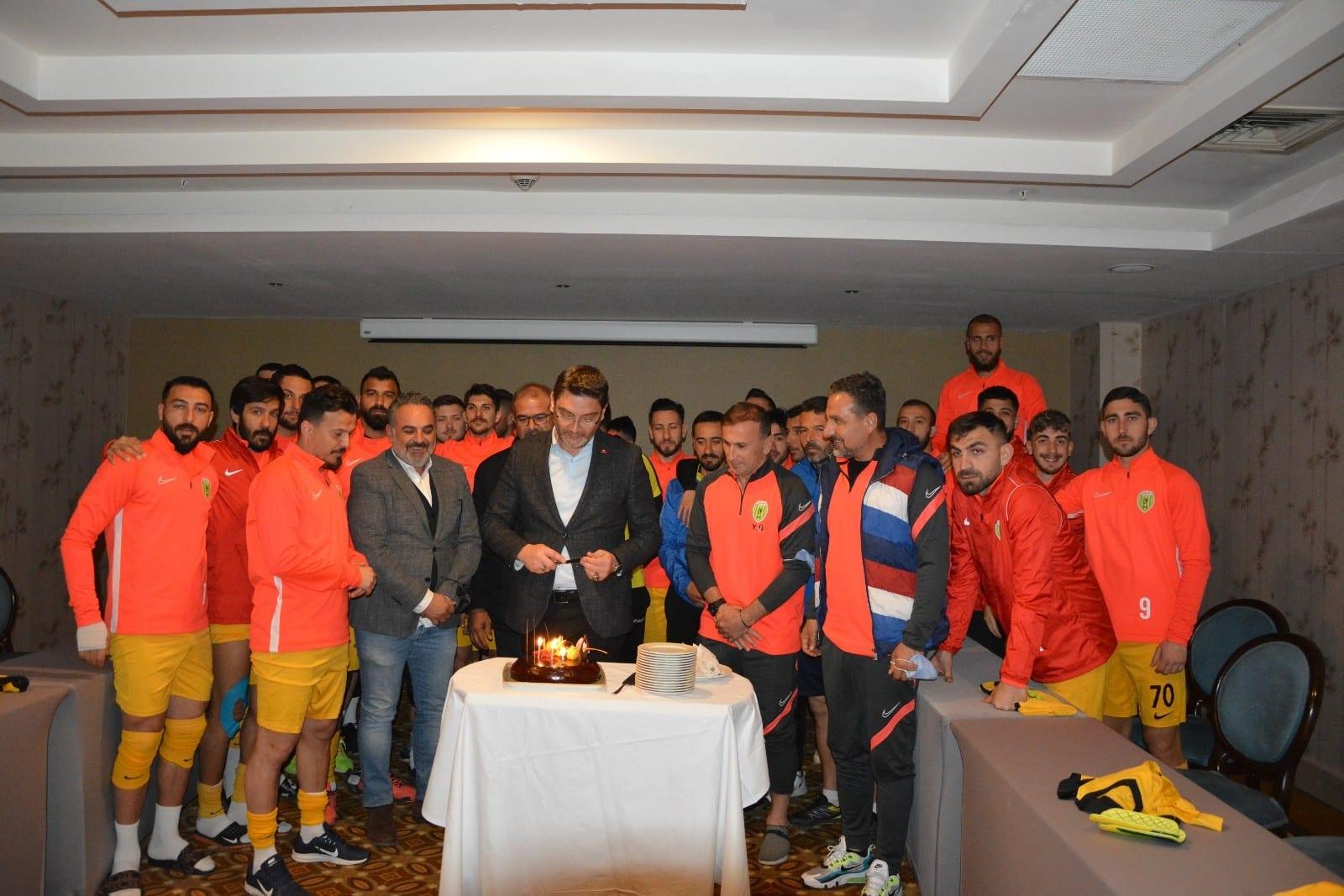 Sporculardan Başkan İşlek'e Doğum Günü Sürprizi
