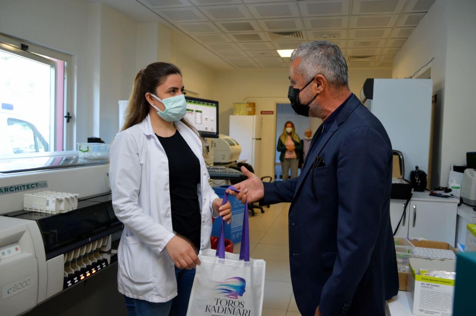 Başkan Sözen'den Sağlık Çalışanı Kadına 8 Mart Hediyesi
