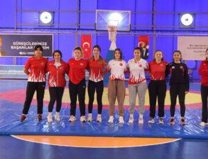 Büyükşehir'in kadın güreşçileri Milli Takım için ter dökecek