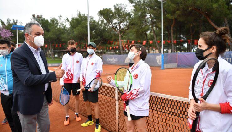 Türkiye İşitme Engelliler Tenis Milli Takımı Hayat Park kortlarında