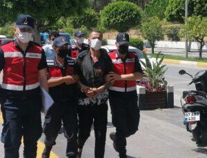 Manavgat'ta komşularını bıçaklayarak öldüren 2 şüpheli adliyede