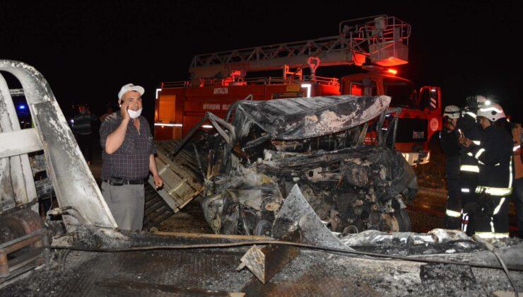 Antalya'da feci kaza: 2 kişi araç içinde yanarak öldü
